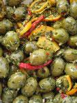 griechische Oliven in hausgemachten Marinaden
