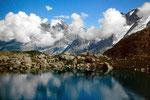 Sicht über den Oberhornsee auf das bereits von Wolken umhüllte Jungfraumassiv.