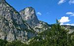 Die steilen Südwände des Toten Gebirges im wildromantischen Zimitztal