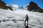 Auf dem Blümlisalpgletscher bei der Hütte mit Blick zum Blümlisalpgipfel