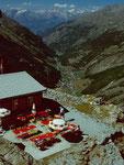 Berghaus Plattjen, Saastal und Berner Alpen mit dem 3934 m hohen Bietschhorn