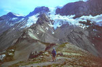 Aufstieg zur Ammertenspitz (2443 m). Blick zum Ammertengrat, der die Nordflanke des Wildstrubels und den Gletscher teilt.