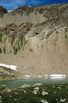 Der Lai da Minschun (Minschunsee) in einer Mulde in der Südflanke des Piz Minschun eingebettet