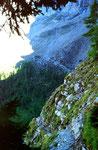 Der  mit Drahtseilen versicherte, ausgesetzte Felsensteig zwischen Fisialp und Doldenhornhütte