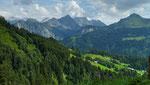 Herrliches Bergpanorama vom Güterweg zur Riedbodenalpe