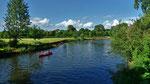 Kanuten auf Höhe der Fürther Uferstadt auf der Pegnitz flussaufwärts unterwegs