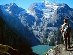 Die 2100 m hohe Fels- und Eisflanke des Doldenhorns  über dem Oeschinensee.