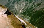Der Hoehenweg nach Plattjen führt durch steile Haenge. Trittsicherheit und Schwindlefreiheit erforderlich.