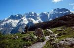 Aufstieg zum Oberhornsee. Ebnefluh, Mittaghorn und Großhorn vom Moränengelände des sich zurückgezogenen Tschingelgletschers
