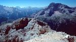 Unterhalb des Gipfels ist eine Drahtseil versicherte Stelle zu überwinden.