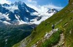 Der Höhenweg Tanzbödeli verlangt aufmerksames Gehen. Zum Schauen sollte man sicherheitshalber stehen bleiben.