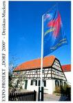 LK007 Dreiskau-Muckern - Vereinshaus mit EXPO-Fahne