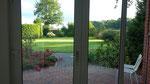 Blick in den Garten aus dem Abschiedsraum