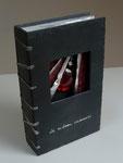 Le rideau cramoisi - Cécile Bouvarel -  22cm x 14cm x 4,5cm