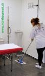 Präzise und genaue Bodenpflege im Behandlungsraum
