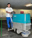 Markhauswart Bodenpflege mit Maschinen und / oder von Hand