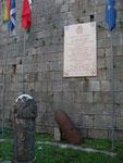 Monumento ai Caduti della Prima e Seconda Guerra Mondiale: Lapide Commemorativa della Consegna della Medaglia d'oro