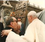 Benedizione del portale in Bronzo in Piazza San Pietro: Sua Santità, Don Paolo Ricci e Tommaso Gismondi