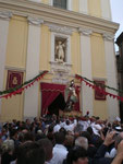 Rientro della Processione. Il Santo Patrono saluta il Suo Popolo: Eco te Proteggo
