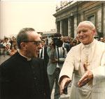 Benedizione del portale in Bronzo in Piazza San Pietro: Sua Santità e Don Paolo Ricci