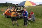Benjamin bei den Vorbereitungen für seinen Erstflug mit dem Mini Hawk