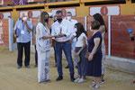 La Alcaldesa de Ubrique entrega a la Familia de D. Vicente Castaño