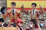 Peregrino y Barroso, a hombros
