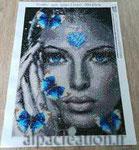BRODERIE DIAMANT femme aux papillons