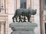 Wahrzeichen Roms - die Wölfin mit Remus und Romulus