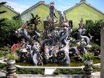 Drachenbrunnen hinter dem Haus