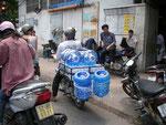 Alles wird mit Moped transportiert