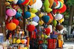 Farbenfrohes Lampiongeschäft