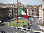 Blick auf die Piazza Venezia vom Monumento Vittorio Emanuele