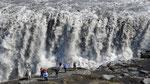 L'homme et la nature. La Dettifoss en Islande