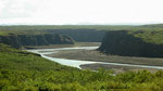La rivière termine sa course vers le nord dans l'océan arctique