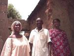 Rokia Traoré, institutrice et sœur d'Idrissa, et sa famille