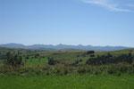 ... et de l'autre, vue vue sur le massif du Cantal et le Puy Mary