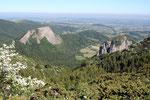 Les Roches Tuilères et Sanadoires à deux pas du lac vues du GR30