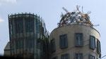""""""" La Maison dansante """" du tchèque d'origine croate Vlado Milunić et de Frank Gehry"""