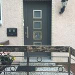 Kunststoffhaustür der Firma Evers in Eisenglimmer Grau