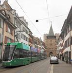 Die Spalenvorstadt mit einem neuen Flexity-Tram Nr.5023 der Linie 3 im Juni 2018