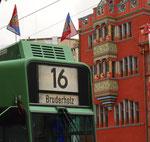 Kopfansicht des Trammotorwagen Be 4/6 Nr.685 mit FCB-Fähnchen anlässich des Meistertitels 2016
