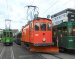 Betriebstag 50 Jahre Tramclub Basel: Der Schneepflug Nr.2022 neben dem Anhängewagen Nr.1193 vor dem Depot-Dreispitz, Juni 2018