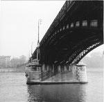 Die untere Seite der schönen Johanniterbrücke mit Blick Richtung Kleinbasel, 1960