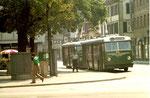 Am Claraplatz, Basels erster Billettautomat mit zwei Trolleybussen im Jahre, 1970