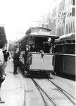 Der beliebte Museumstramzug an der Haltestelle Mustermesse, 1976