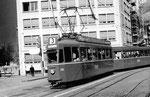 Der Trammotorwagen der Serie Be 4/4 Nr.432 auf der Linie 3 die Haltestelle Aeschenplatz anfahrend. Die Linie 3 verkehrt seit Beginn der Strassenbahn in Basel von Burgfesten Grenze nach Birsfelden Hard.