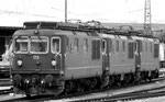 Drei BLS-Elekro-Lokomotivenwarten beim Bad.Bahnhof warten auf ihren Einsatz, 1995