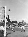 FCB-Torhüter Paul Wechlin während eines Spiels auf dem Landhof 1944-1945/ 5