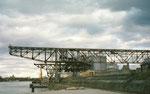 Die riesigen Kranbahnen der Rheinischen Güterumschlags AG (vorm.Rheinische Kohlenumschlages AG) im Klybeck-Hafen, 2001
